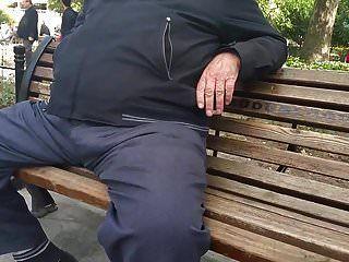 abuelo turco directo en público