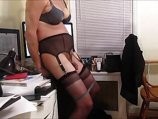 sissy sexretary vickie gags en consolador