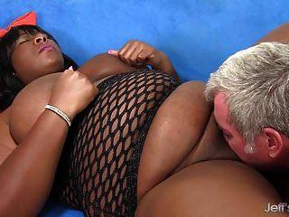 bbw negro daphne daniels agrada a un chico con su cuerpo gordo