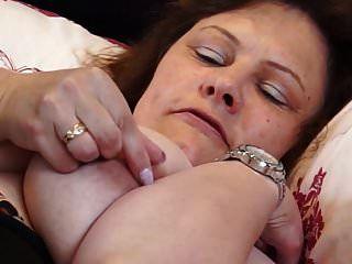 británica madura bbw mamá tigre cachorro digitación su coño