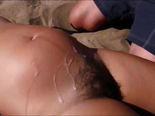 4 cum vertederos en pelo preg chica en la playa