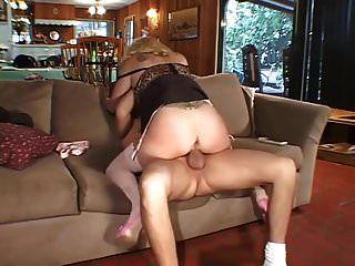 puma haciendo trampa cuando el marido debe trabajar