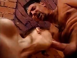 El sacerdote y el manitas doble vaginal y anal.
