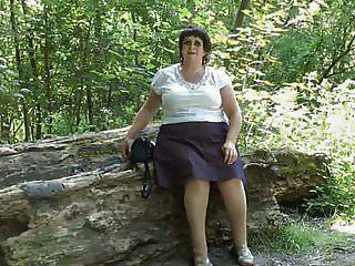 vago upskirt en el bosque parte dos.mp4