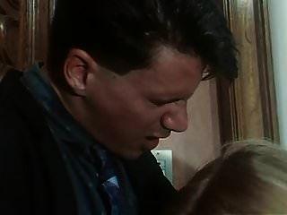 moana pozzi tiene sexo en amiche del cazzo (1992)