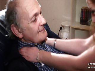amateur joven rubia francesa follada por un pervertido anciano