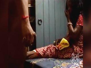 Dick intermitente a la tía india