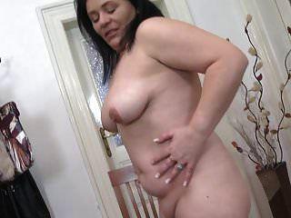 sexy madre gordita madura con tetas caídas