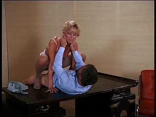 sexy rubia francesa con el coño peludo montando cock.mp4