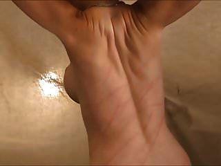 mujer desnuda látigos