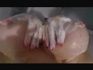 hottie en la ducha