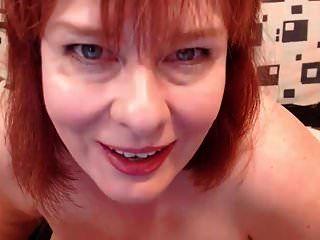 madura bbw pelirroja masturbándose parte 2