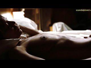elena anaya y natasha yarovenko lesbo escena de sexo en sala en