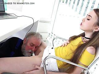 Teenmegaworld viejo y joven viejo se folla a una nena fresca