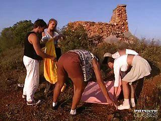 Orgía anal en el castillo con andrea, judith.