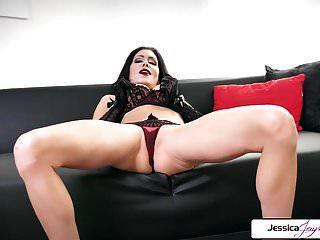 jessica jaymes muestra su culo apretado, sus grandes tetas y su coño mojado