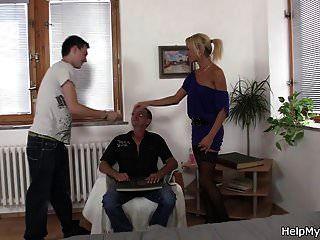 joven checo rubio cuckolds viejo marido