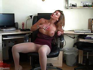 secretaria sexy juega en pantimedias transparente pura