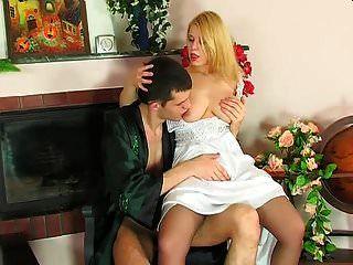 rusa rubia caliente follada en el culo en la silla