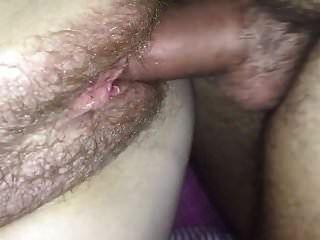 chorreo de leche cornudo en mi coño peludo esposa