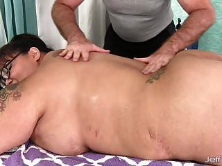 gigante boobed asiático bbw miss lingling recibe un masaje sexual