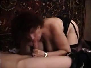 moden kvinde \u0026 ung fyr (título danés) (no porno danés) 22