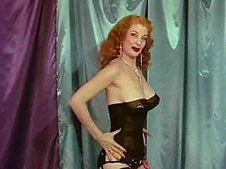reina de tomadura de pelo vintage grandes tetas burlesque burlan