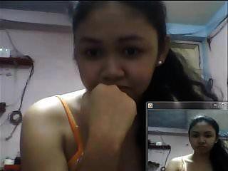 Chica filipina mostrando tetas en skype en 2015