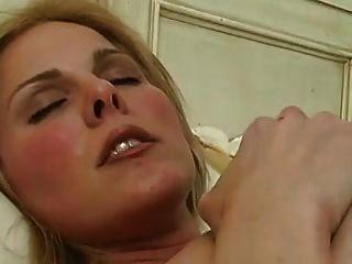 atrapado masturbándose en la cama