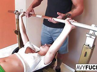 avy scott consigue follar con su rutina de ejercicios