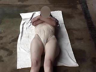 Traje de baño transparente piernas abiertas amplia
