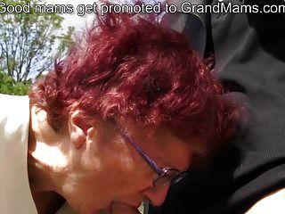 Abuela alemana de 80 años chupa polla