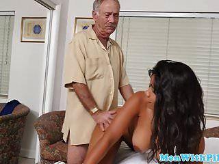 grueso negro adolescente cockriding hombre mayor vaquera