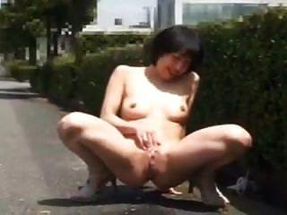 negrita mujer japonesa intermitente y follando en público
