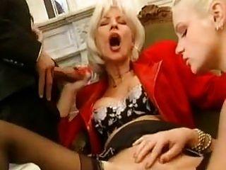 Eva madura francesa chupando polla y fistearse