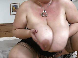gran mamá madura con tetas muy grandes necesita sexo