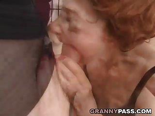 abuela muy vieja se destruye