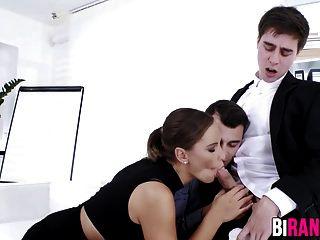 tacos de oficina se involucran en un trío bi salvaje con una nena con clase