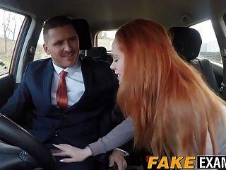 hottie pelirroja ella hughes obtiene estilo perrito en el coche
