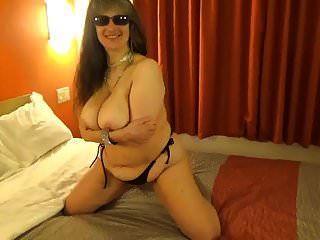 Top de bikini de hilo negro con gotas de tinja para mostrar los senos perfectos