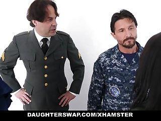 los padres militares aman a sus hijas