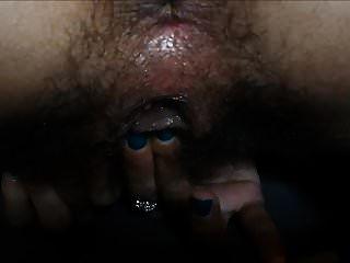 frotando su clítoris hasta el orgasmo