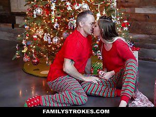 Familystrokes follando a mi padrastro en la mañana de Navidad