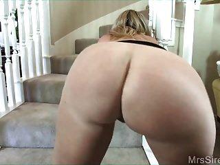 Hotwife folla al amigo de mi esposo en las escaleras