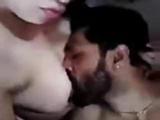 engañando a la esposa árabe ha comido sus tetas