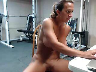 musculoso milf hembra muy caliente