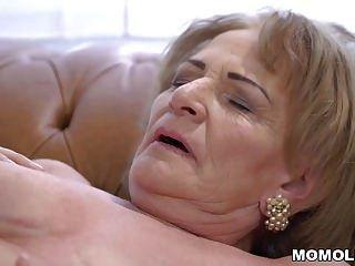 abuela rizada sally g necesita algo de polla