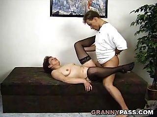 trío sorpresa con una abuelita alemana