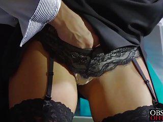 nena rubia caliente cayla lyons se folla a su compañero de trabajo en la oficina