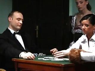 perdió a su esposa en el póker